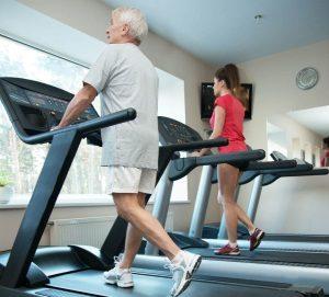 Польза беговой дорожки для пенсионеров